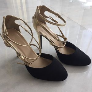 Shoes - Gold and black velour pumps